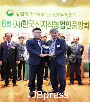 1106농촌진흥과-소영진 대표, 올해의 신지식농업인상 수상2.jpg