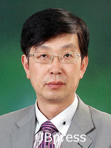 우석대학교 이홍기 교수, '세계표 준의 날' 대통령 표창 수상.JPG