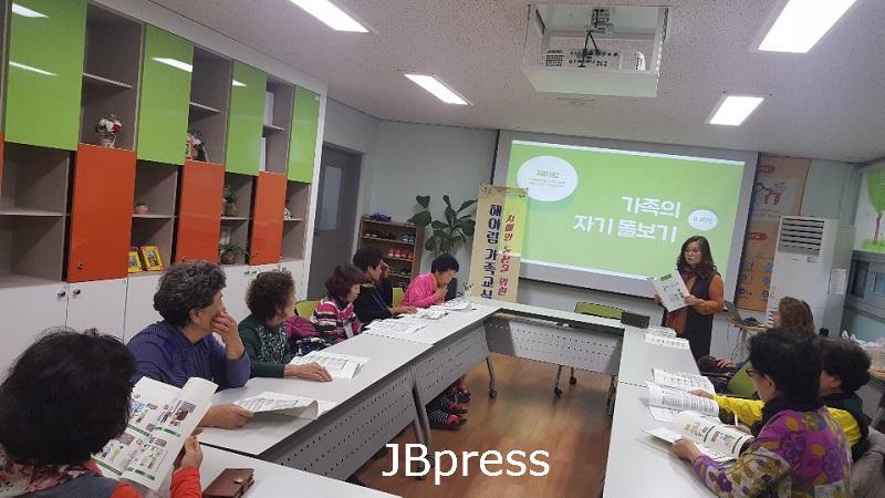 11-26 진안군 치매안심센터가 함께합 니다(헤아림 교실 운영 사진) 1.jpg