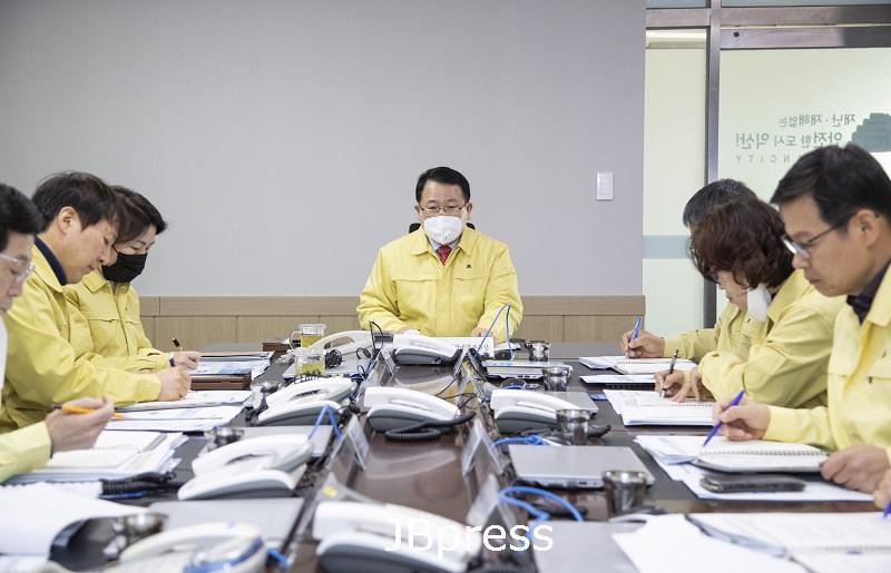 정헌율 시장, 지역사회 전파 확산 방지 총력 강조 (1).jpg