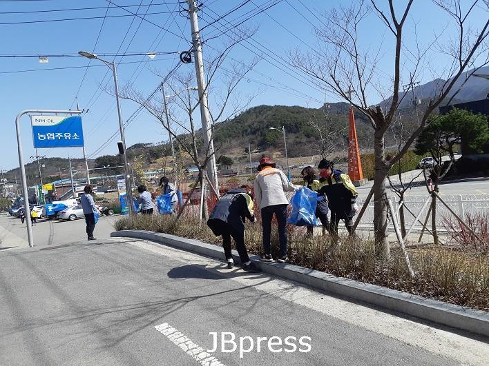 3-23 진안 백운면 의용소방대, 새봄맞이 환경 정화 (1).jpg