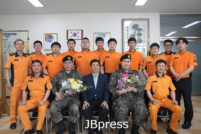 사회복무요원 전역기념 단체사진(20.05.22).JPG