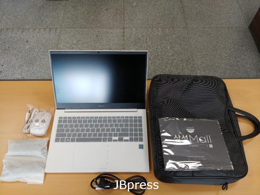 노트북사진 (2).jpg