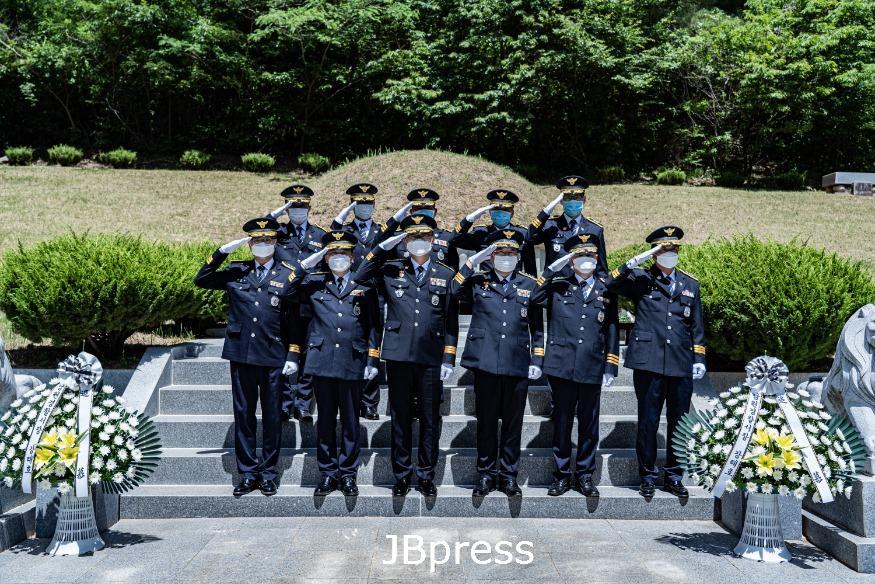 6.5 현충일 경찰묘지 참배.jpg