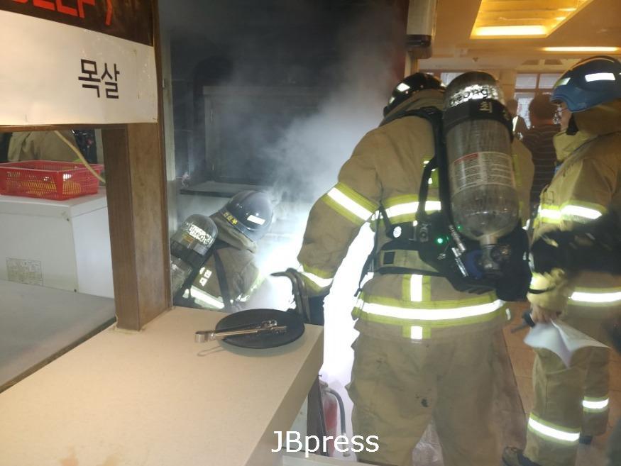 식용유 화재 초기 물대신 산소차단 하세요 사진2.jpg